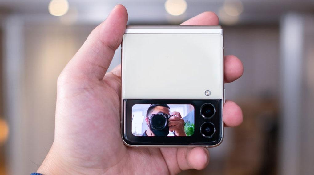 Samsung Galaxy Z Flip3 5G 256GB | Khả năng selfie mà không cần mở máy