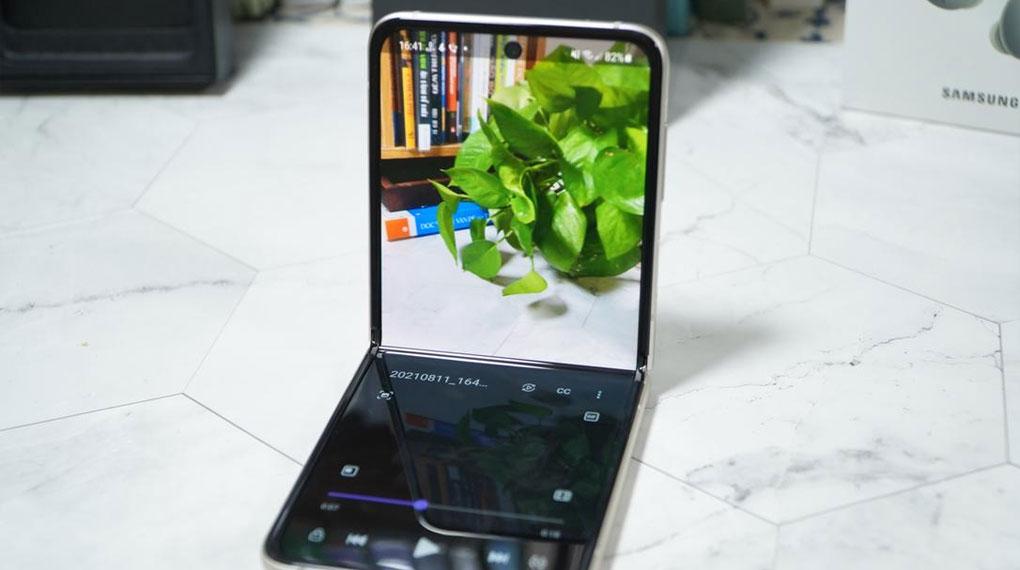 Samsung Galaxy Z Flip3 5G 256GB | Khả năng chia đôi màn hình