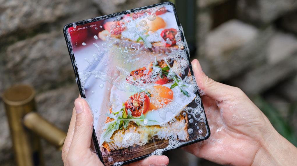 Samsung Galaxy Z Fold3 5G   Khả năng kháng nước chuẩn IPX8
