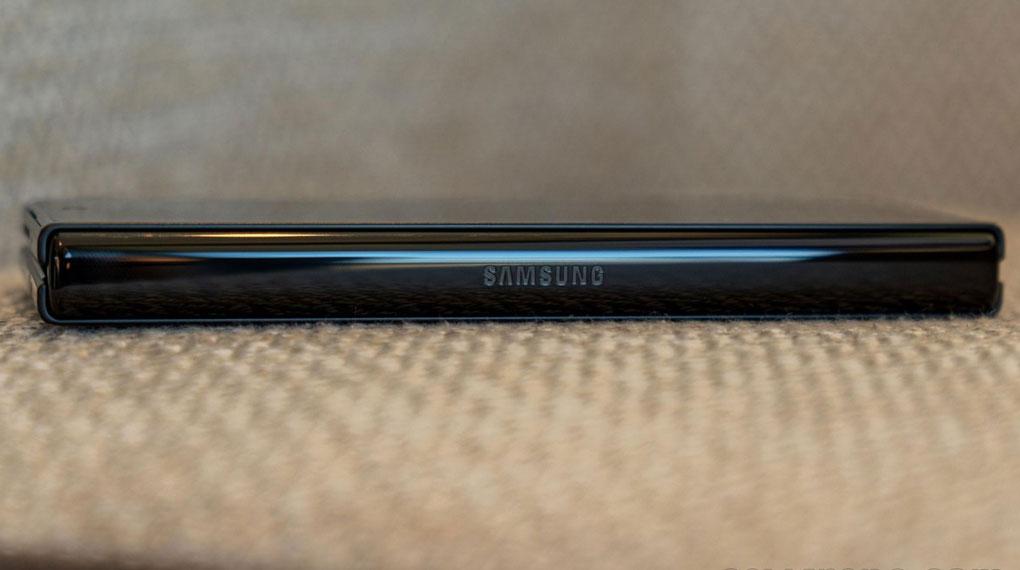 Samsung Galaxy Z Fold3 5G   Thiết kế khung viền cao cấp