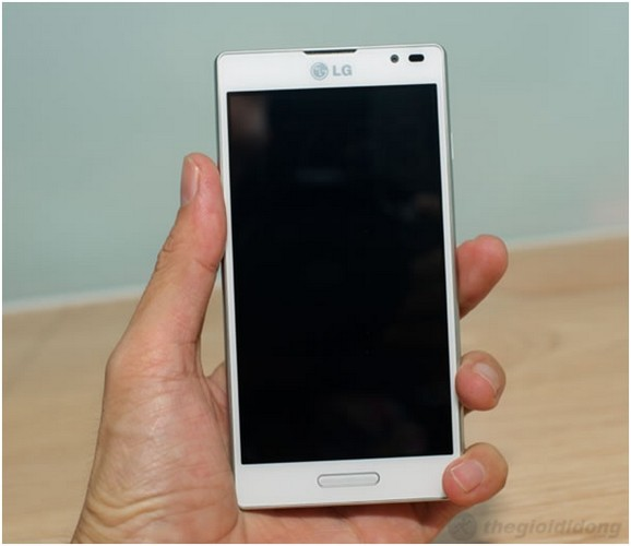 LG Optimus L9 sở hữu màn hình 4.7inch lớn và dài cùng phím cứng Home