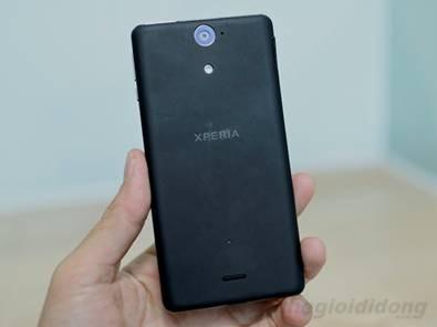 Sony Xperia V với chiếc máy ảnh 13 megapixel.