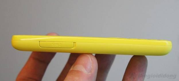 Cạnh  trái Nokia 206 với khe sim hỗ trợ tính năng Hot Swap