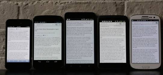 HTC Butterfly (giữa) nổi bật cả về kích thước lẫn độ phân giải của  màn hình