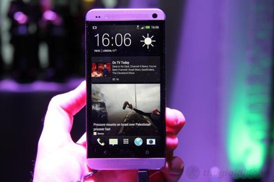 Giao diện HTC Sense 5.0 - BlinkFeed trên HTC One