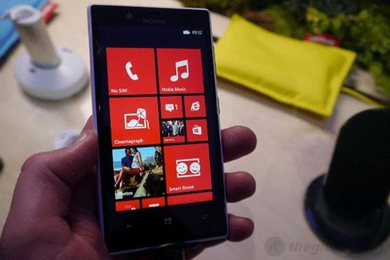 Lumia 720 có thiết kế thân thiện