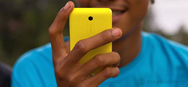 Vỏ của Nokia Asha 510 được làm bằng polycarbonate