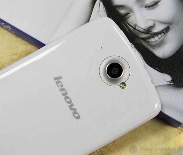 Lenovo S920 với camera chính 8 MP cùng đèn flash