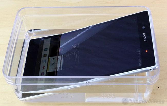 Sony Xperia ZU chống thấm nước hiệu quả theo tiêu chuẩn IP58