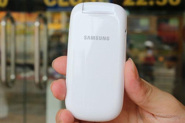 Samsung Caramel DS E1272 - thiếu đi hình ảnh chiếc camera phía sau máy