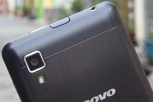 Lenovo P780 với camera phía sau máy 8MP