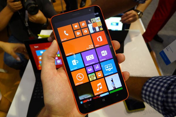 Giao diện quen thuộc của Windows Phone 8 trên Lumia 1320