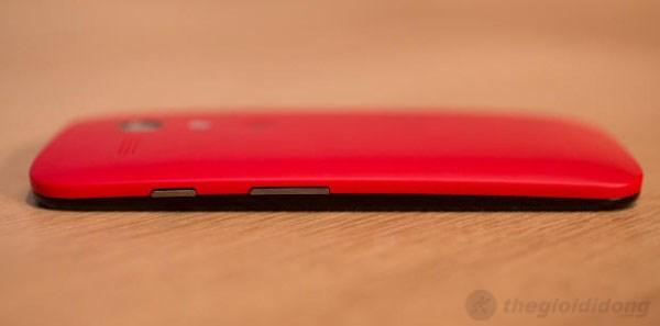 Cạnh phải của Moto G có phím nguồn cùng phím tăng giảm âm lượng