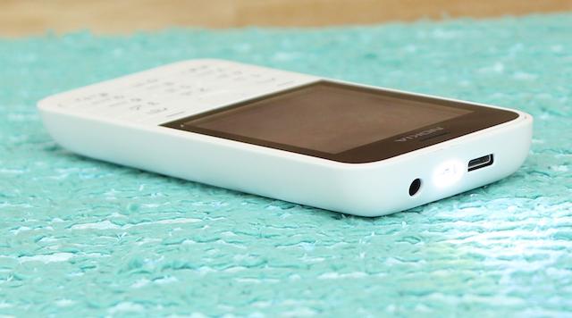 Máy có gần như đầy đủ các tiện ích căn bản cho người dùng như đèn pin, nghe nhạc, radio, Facebook, bluetooth...