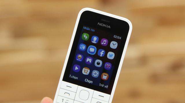 Màn hình 2.4 inch (2.8 inch trên Nokia 225) vẫn đủ để hiển thị đầy đủ thông tin cho người dùng