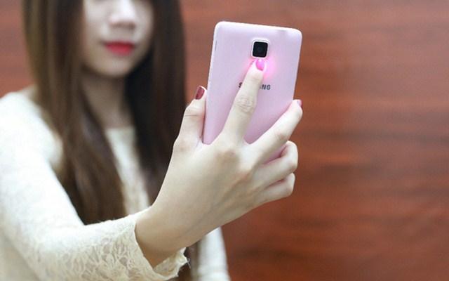 Cảm biến mặt sau của điện thoại Samsung Galaxy Note 4