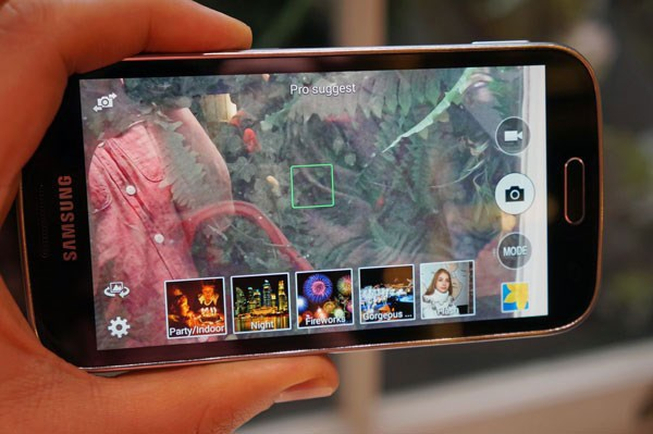 Samsung Galaxy K Zoom màn hình 4.8inch Super Amoled HD