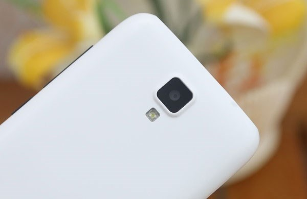 Gionee Pioneer P2S camera 5mp, flash led