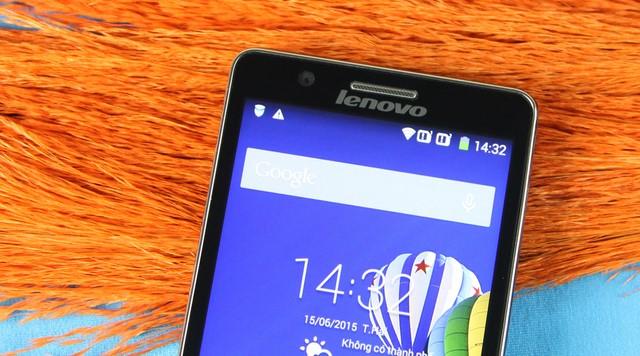Phần trên mặt trước gồm loa thoại và camera phụ 2MP