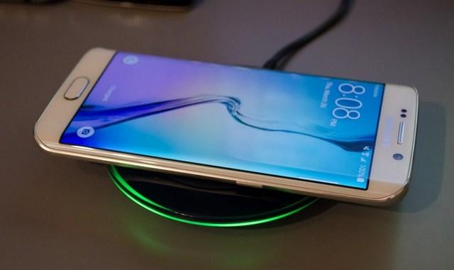 Điện thoại Samsung Galaxy S6 Edge hỗ trợ sạc nhanh