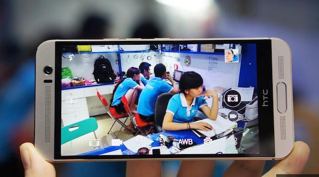 One M9+ được trang bị màn hình 5.2 inch độ phân giải 2K (2560 x 1440 pixel) với mật độ điểm ảnh 534 PPI, cao hơn One M9.