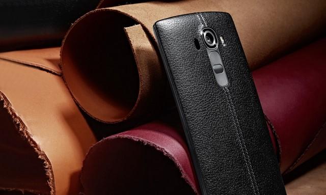 Nắp lưng được gia công bằng tay bằng da thật tăng độ cá tính, thời trang và lịch lãm cho sản phẩm