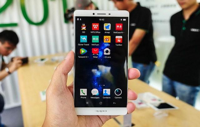 Oppo R7 Plus có màn hình với kích thước rất lớn, được bảo vệ bằng kính cường lực Gorilla Glass 3