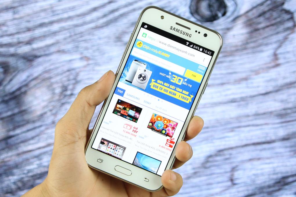 Điện thoại Samsung Galaxy J5 hình 1