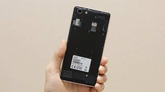 Trong máy được trang bị sẵn một viên pin chuẩn Li-Ion có dung lượng 2420 mA