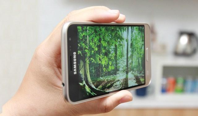 Màn hình điện thoại Samsung Galaxy J3