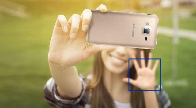 Tính năng nhận diện bàn tay thông minh, sau khi máy nhận diện sẽ bắt đầu đếm giây để chụp ảnh