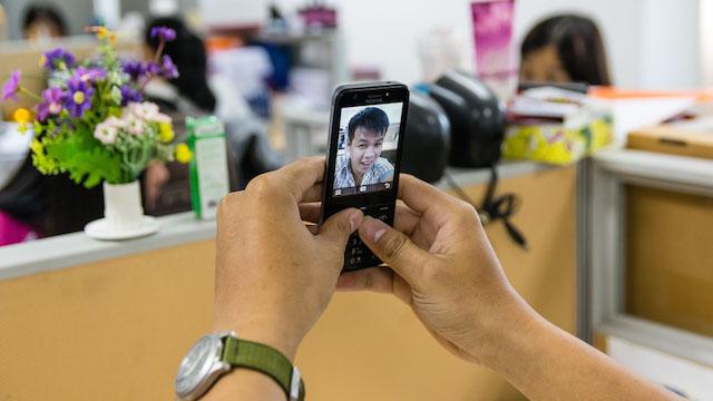 Tuy rằng camera cho chất lượng sẽ không thể nào tốt bằng smartphone nhưng cũng là một điểm sáng của Nokia 230 Dual
