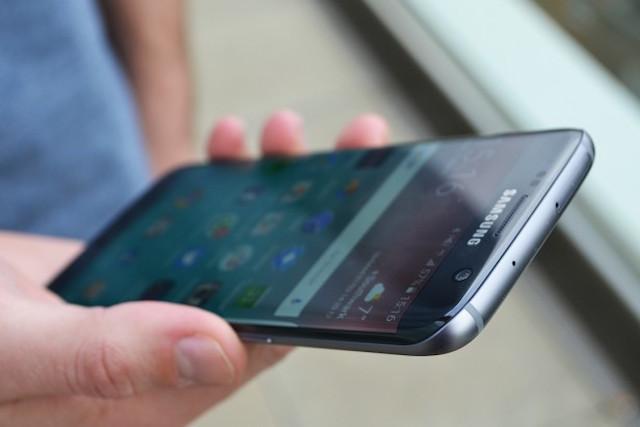 Thiết kế điện thoại Samsung Galaxy S7 Edge