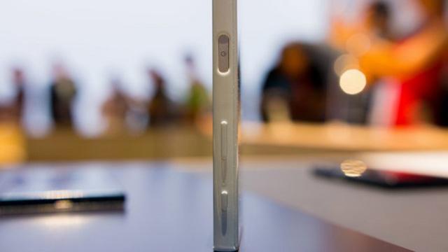 Cụm phím cứng quen thuộc trên Xperia X Compact
