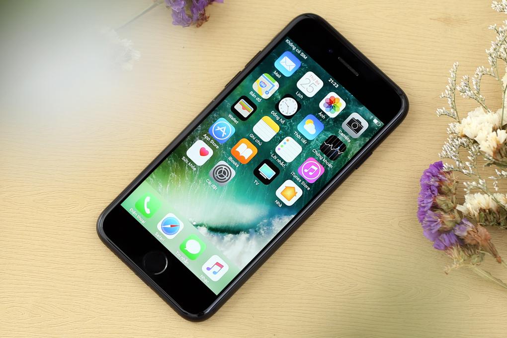 Điện thoại Apple iPhone 7 128 GB | Điện thoại có thiết kế kim loại nguyên khối cuối cùng của Apple