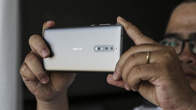 Máy sử dụng Android ít tùy biến, khả năng hỗ trợ cập nhật nhanh chóng