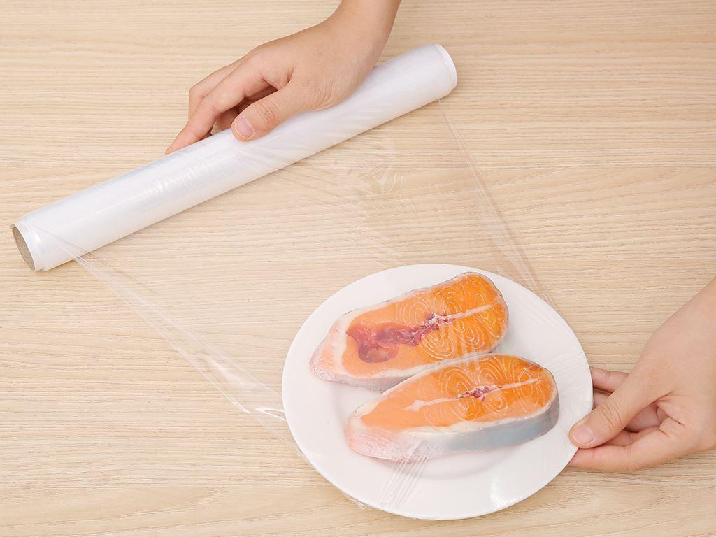 Lõi cuộn màng bọc thực phẩm PE Green Eco 30cm x 30m 7