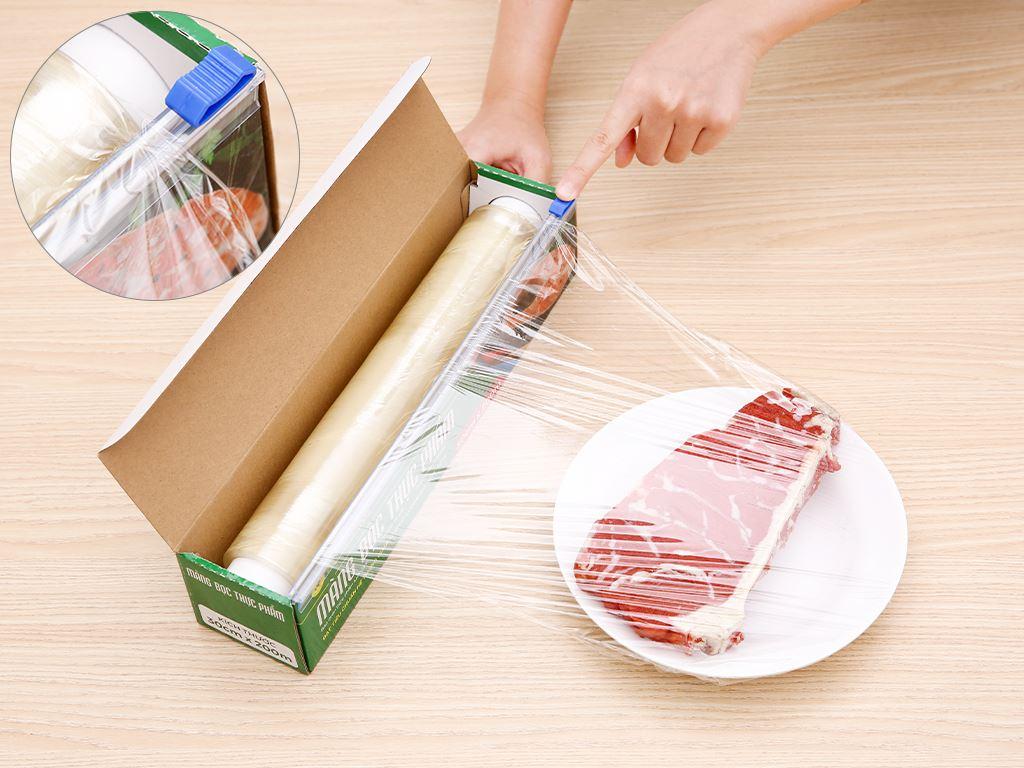 Màng bọc thực phẩm PVC Bách hóa XANH 30cm x 200m 4