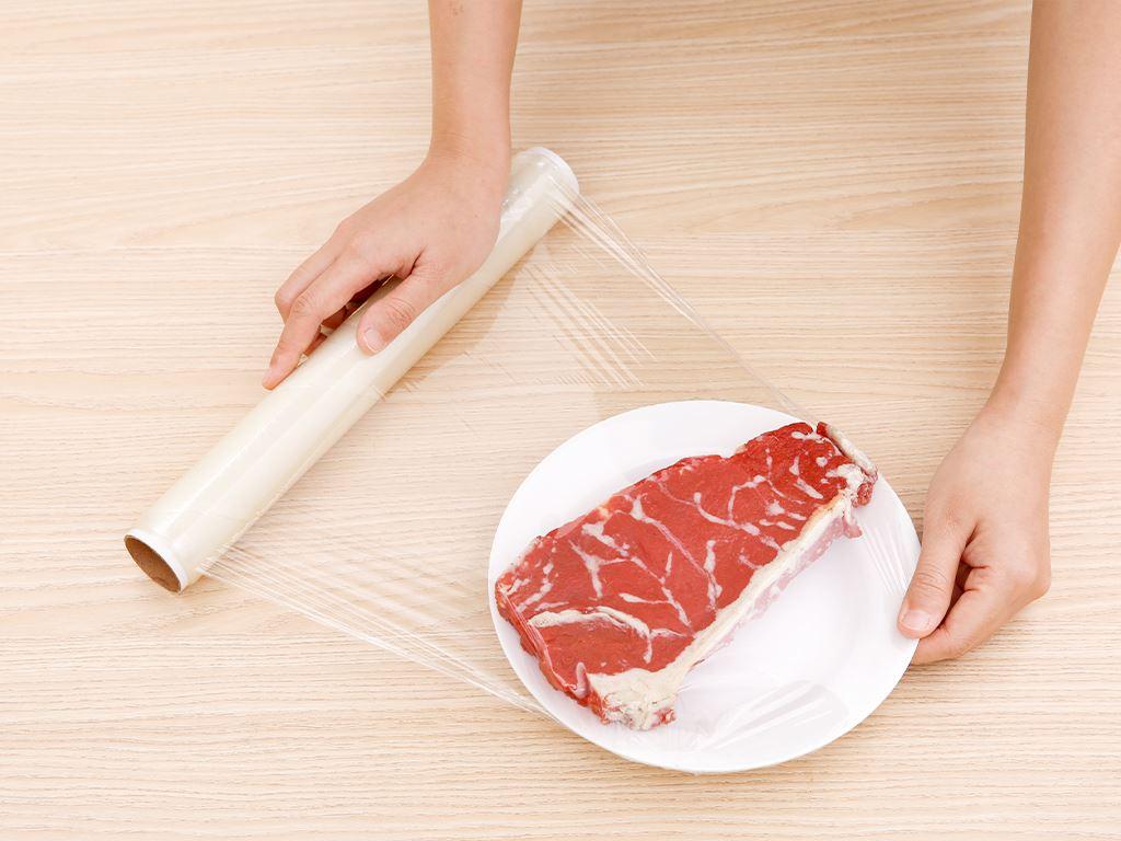 Lõi màng bọc thực phẩm PVC Bách hóa XANH 30cm x 30m 3