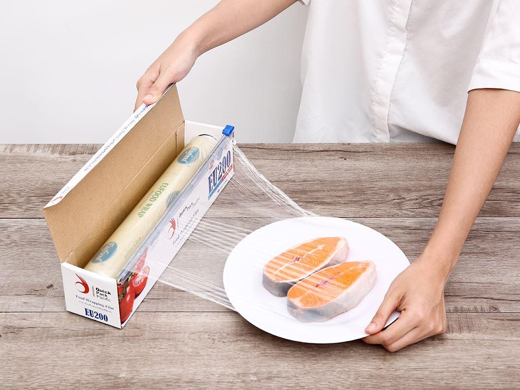Màng bọc thực phẩm PVC Eufood 30cm x 150m 3