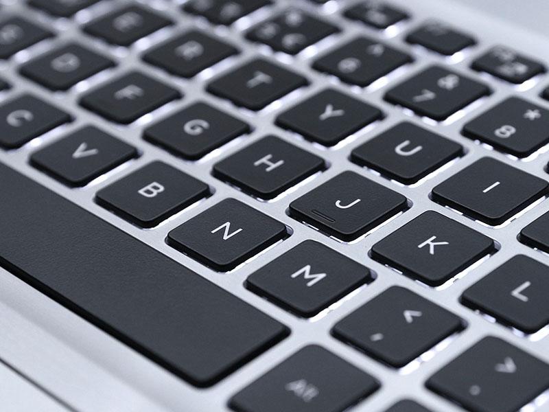 Bàn phím độ nảy tốt trên Laptop Dell Inspiron 5570 i5 8250U