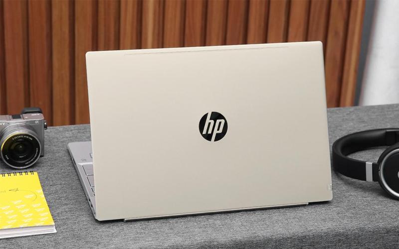 Mặt sau laptop HP Pavilion Laptop 15-cs0016TU