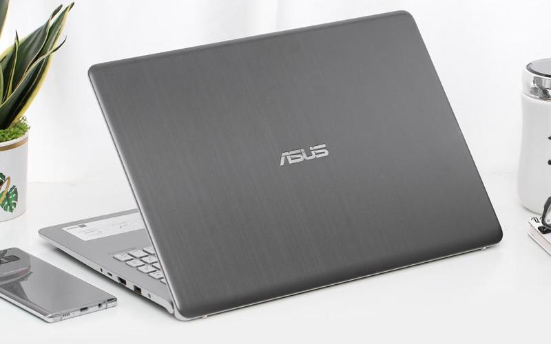 Asus VivoBook S530FN-BQ139T thiết kế Bản lề ErgoLift tản nhiệt hiệu quả, gõ phím thoải mái