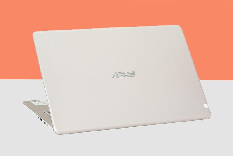 Laptop Asus S530FN i7 8565U với bề mặt màu xám tối