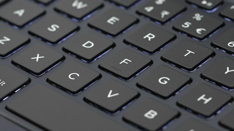 Laptop Dell Vostro 5481 V4I5229W nhận được trợ sáng từ đèn nền bàn phím