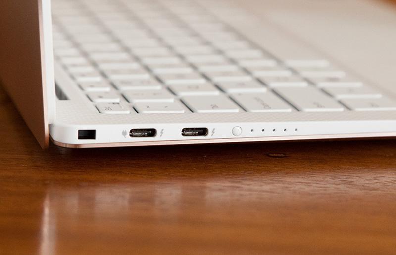 Laptop Dell XPS13 được trang bị 2 cổng Thunderbolt 3