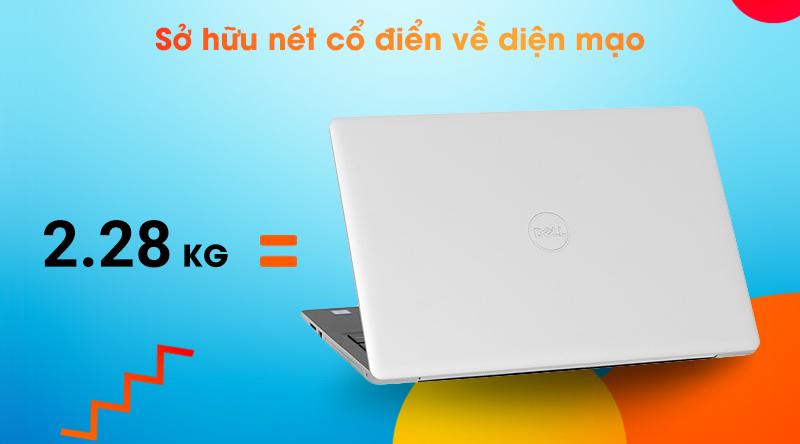 Dell Inspiron 3581 có thiết kế truyền thống với cân nặng 2.28 kg.