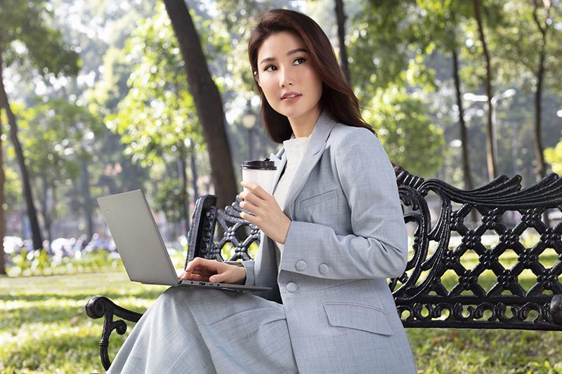Laptop Lenovo Yoga S740 14IIL  có tính năng mở khoá bằng khuôn mặt