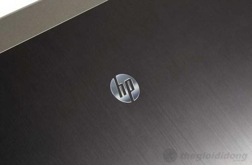 Logo HP in nổi nằm giữa nắp máy của HP Probook 4431s