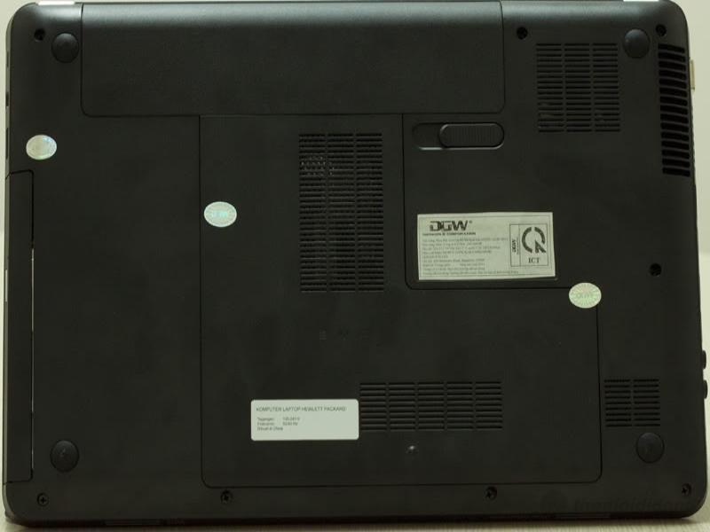 Mặt dưới với các khe tản nhiệt của HP G4 1214TU được thiết kế thông minh lưu thông không khí rất tốt